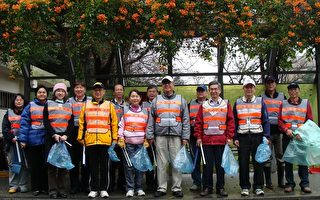 岁末年终大扫除 中原大学校长带头清洁社区环境(摄影:徐乃义/大纪元)