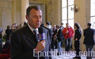 國會議員呂卡在國會「四圓柱大廳」接受採訪。(攝影:章樂/大紀元)