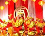 2004年新唐人全球华人新年晚会多伦多分会场的传统腰鼓 (大纪元)