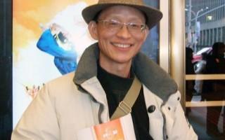 中國基督徒民主黨發言人陸東在美國紐約無線電城音樂廳觀看完2月14日的神韻演出後表示,神韻演出充分展現了中華神傳文化,給人們的心靈帶來觸動和感動。神韻是正邪較量中的寶劍劍鋒。(攝影:李新∕大紀元)