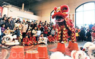二零一零年大年初一布蘭絡市的僑冠超市以舞獅迎虎年。(攝影:徐明/大紀元)