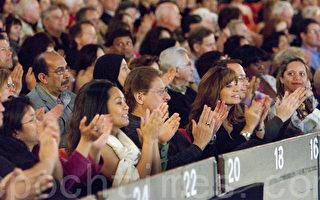 神韵在洛杉矶的最后一场演出观众爆满,一票难求。(摄影:季媛/大纪元)