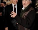 《太平洋战争》的制作人汤姆-汉克斯(Tom Hanks)与史蒂芬-斯皮尔伯格(Steven Spielberg)两位一起出席首映会。(图/Getty Images)