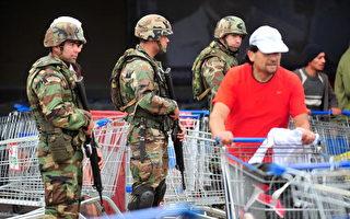 智利政府周一派遣了1万名军人进驻受灾最严重的几个地区。(AFP)