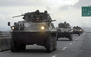 智利在灾区实施宵禁并出动军方维护治安。(法新社)