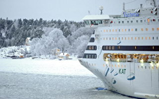 波罗的海海域1艘大型客轮欲破冰前行(法新社)