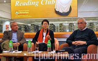 圖為陸恭蕙和程翔出席「城西書話」講座(攝影:林文英/大紀元)