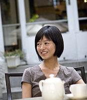 如何舞動茶的色香味?飲食作家葉怡蘭分享沖泡紅茶的祕訣在於「以高溫沖出茶香,水煮開後直接用以沖茶,水入茶壺之際約為95度C,是最適合紅茶的溫度。」(葉怡蘭提供)中央社