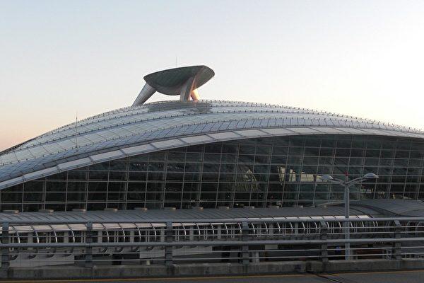 機場外景。(攝影/大紀元記者張敬仁)