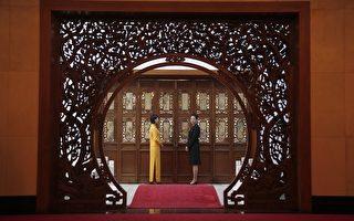 图:中南海权贵在自己享受时,舍不得让中国百姓富裕起来。为富不仁的结果,是从豪夺而来,被巧取而去。图为北京的钓鱼台国宾馆。(DAVID GRAY/AFP/Getty Images)