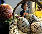 2010年3月26日德国汉堡民族博物馆展出的油漆油墨复活节彩蛋。约有40个展商参加了从3月25日至3月28日的第26届德国复活节艺术展览。(法新社)