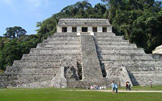 墨西哥世界遺產帕倫克瑪雅遺址的大金字塔是神廟的主體。塔高10層,比埃及金字塔略矮,形狀不完全是錐形,頂端有一個祭神的神殿。(攝影:玉清心/大紀元)
