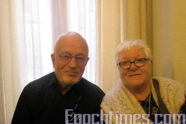 2010年4月11日周日下午,福瑞格纳夫妇专门从瑞典赶来观看神韵演出。(摄影:文华/大纪元)