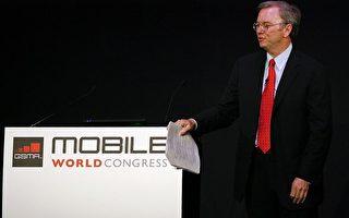2010年2月16日Google CEO 施密特(图)在巴塞罗那举办的MWC2010大会上呼吁每家公司都应该关注移动领域,以云计算为中心。(STR/AFP/Getty Images)