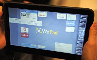 蘋果電腦為了打響iPad 的名號,讓各大知名媒體編輯率先試用,而大多數的主編都給予iPad非常正面的試用評價。(AXEL SCHMIDT/AFP/Getty Images)
