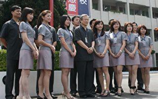志平高中为教师量身打造全新的制服 。(摄影:徐乃义/大纪元)