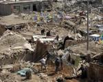 青海地震的伤亡人数继续上升,玉树当地亟需帐篷、饮用水等物资。(FREDERIC J. BROWN/AFP/Getty Images)