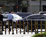 金正日一行搭乘数十辆轿车5月5日下午抵达北京。(法新社)
