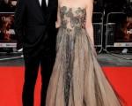 男主角杰克-吉伦希尔(Jake Gyllenhaal)与女主角杰玛·阿特顿 (Gemma Arterton)红毯上亮相。(图/Getty Images)