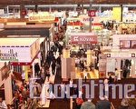 巴黎博览会最后一天,展出建筑、厨房、浴室和家电的第一馆游人继续如织。(摄影:章乐/大纪元)