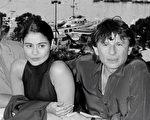42岁的英籍女星夏绿蒂露易丝(左)前天在洛杉矶召开记者会,指控波兰斯基(右)在她16岁时对她性侵,对她造成极大的心理创伤。照片摄于1986年5月8日。(图/AFP/Getty Images)