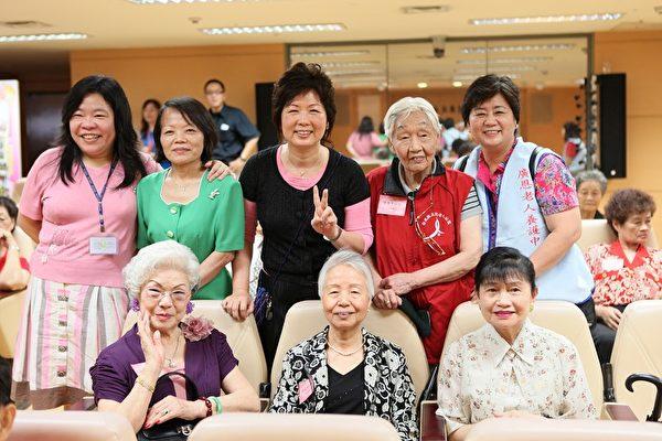 五股老人公寓合樂團成員(攝影:余小敏/大紀元)