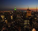 美国科学家预测在2012年9月22日将出现太阳风暴,纽约市上空将出现彩色光,一年后,数百万美国人将陆续死亡,这样的灾难是世界性的,许多国家都将发生。(摄影:戴兵 / 大纪元)
