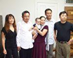 天安门三君子和家人的照片:从左到右分别是:喻日霞、喻东岳、鲜桂娥(怀中是他和余志坚的儿子余鲜中)、余志坚和鲁德成。(照片由人道中国提供)