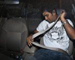 美國每天平均有38個沒繫安全帶的人死於車禍。2008年,有近14,000名沒有繫安全帶的駕駛人,死於交通事故。(攝影:INDRANIL MUKHERJEE/AFP)