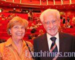 都靈皇家劇院副總經理扎奈提教授:「挑剔的意大利觀眾只有遇到真正好的演出才有這種熱烈的反應。」(攝影:文婧/大紀元)