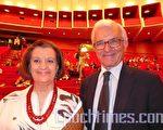 阿涅利基金會前主席帕奇尼‧馬采羅攜夫人路易薩‧馬采羅(Luisa Marcello)一起觀看了神韻演出。(大紀元)