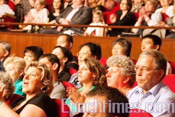 2010年6月15日波兰罗兹大剧院(Teatr Wielki W Lodzi)第二场神韵演出的现场观众(大纪元图片)