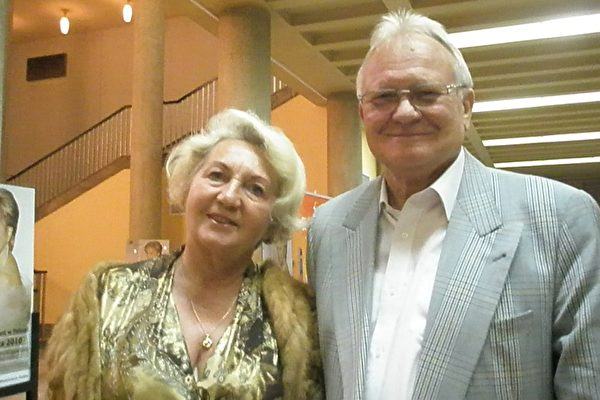 Andrzej Jeleniewscy 先生和Maria Jeleniewscy夫人观看了6月16日的神韵晚会(摄影:文华/大纪元)