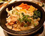 圖:日本咖哩在100多年前明治時代由英國人傳進之後,與日本的米食文化結合,之後又演化出各式獨具特色的料理。(攝影:袁枚/大紀元)