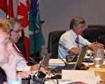 市议员考伦在6月9日市议会上发言。(摄影:槐林/大纪元)