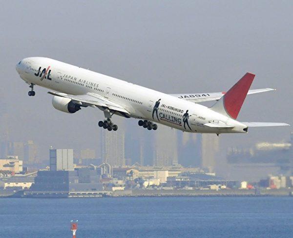 在时间调整期间,外出旅游时需要密切关注电子日程表、班机起降时间等,避免给出行带来不必要的麻烦。(YOSHIKAZU TSUNO/AFP/Getty Images)