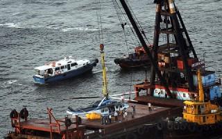 香港直升機迫降海面 神勇機長救13命