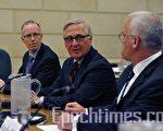 加拿大安全情报局 (Canadian Security Intelligence Service,CSIS) 总监法登(Richard Fadden)(中)周一在国会公共安全委员会的一个特别会议上作证。(摄影:Matthew Little/大纪元)