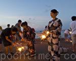 身穿日本传统夏季服装——浴衣的女孩们也喜欢烟花(摄影:曹景哲 / 大纪元)