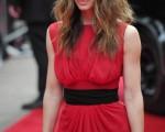 主演杰西卡·贝尔(Jessica Biel)一身红衣鲜艳夺目,成为众人瞩目的焦点。 (图/Getty Images)