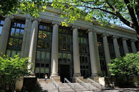 哈佛大學法學院(Harvard College)23歲的華裔大一學生威爾‧張(Will Zhang, 音譯)週四(23日)被發現在宿舍中死亡。圖為哈佛大學法學院的蘭德爾廳。(圖片來源:Darren McCollester/Getty Images)