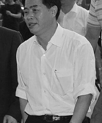 廣東省省長黃華華訪台期間受到法輪功學員舉橫幅抗議、送訴狀..等,22日時離開時臉色憔悴、走路喘氣,匆忙的離去。(攝影:宋碧龍/大紀元)