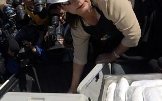 智利矿工吃热饭 美NASA专家抵达支援