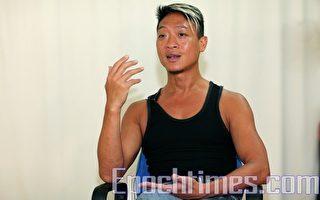 """新唐人第四届""""全世界中国舞舞蹈大赛""""即将在纽约举行,香港著名中国舞舞蹈家梁家权赞扬大赛发扬中国舞传统艺术,意义重大。(摄影:潘在殊/大纪元)"""