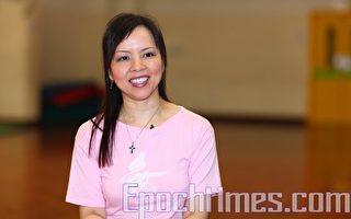 """资深舞蹈家何穗莹热心于舞蹈教育,她听闻新唐人第四届""""全世界中国舞舞蹈大赛""""即将在纽约举行,表示非常兴奋和深受感动。(摄影:潘在殊/大纪元)"""