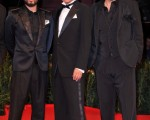 导演三池崇史(中)带着片中的二位演员出席电影《十三刺客》在威尼斯的首映礼。(图/Getty Images)