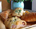 金马饼店的各类面包(摄影:安吉/大纪元)