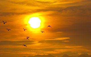 1992年,马雅文化预言中的地球更新期的开始,法轮大法也向世人公开洪传,有如人类文化的黎明日出。(摄影:王嘉益 / 大纪元)