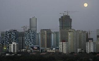 大陆50余座城市推出了限售政策,有学者揭示了背后因素。(FREDERIC J. BROWN/AFP/Getty Images)