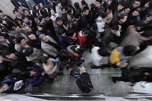 目前中国社会把个人价值、道德观念等精神领域的东西完全物化成金钱了,除了物质支撑点,就没有其他心灵寄托了。(AFP)